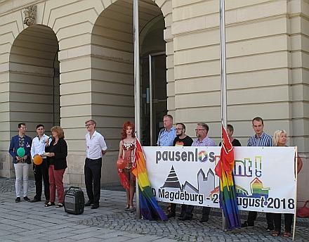 Ansprache von Heike Ponitka, Gleichstellungsbeauftragte der Stadt/ 2.v.re.: Stadtrat Tom Assmann