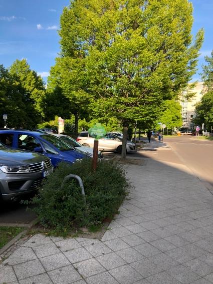 Parkplatz Nordseite des Rathauses/Ecke Weitlingstraße