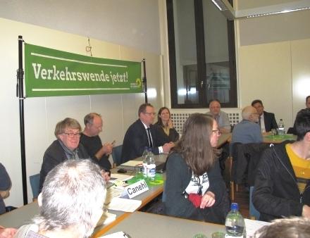 Podium v. l. Jürgen Canehl (grüner Stadtrat), Dr. habil. Weert Canzler (Mobilitätsforscher), Dipl.-Ing. Sven Oeltze (GF DVWG) und Madeleine Linke (Expertin für nachhaltige Mobilität)