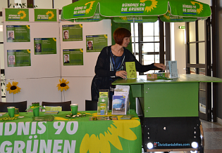 Geschäftsführerin Eva-Maria Schulz-Satzky am Infostand der grünen Fraktion